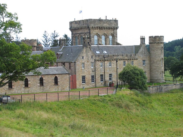 Lee Castle Net Worth