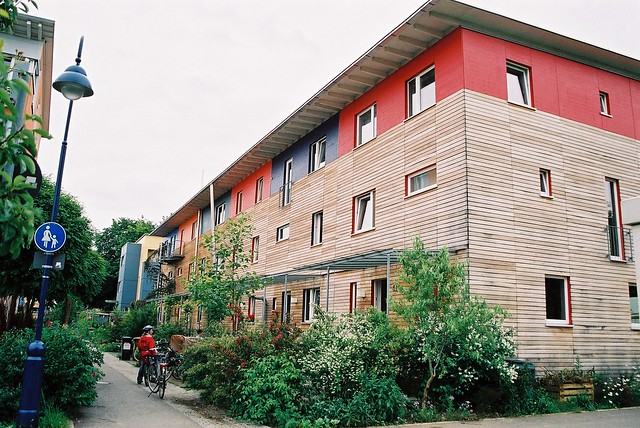 Quartier Vauban : immeuble (façade bois) by adeupa de Brest on flickr