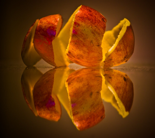 reflection apple colors fruit lights bravo europe hungary pentax laszlo indig themoulinrouge supershot mywinners pentaxk10d shopofcuriosities