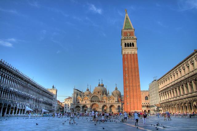 イタリア ヴェネツィア サンマルコ広場と鐘楼