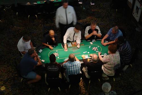 Mesa de Juegos en el Hotel Paris Paris Qué ver y hacer en Las Vegas, curiosidades y lugares a NO perderse - 2527800537 9aea176334 - Qué ver y hacer en Las Vegas, curiosidades y lugares a NO perderse