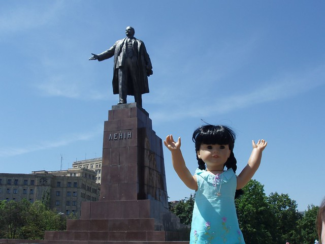 Inky with Lenin statue