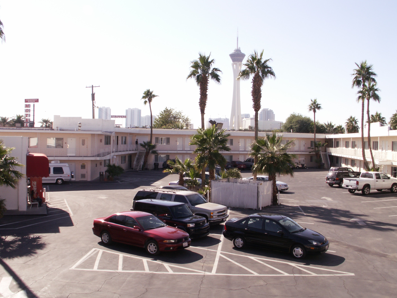 Econo Lodge Hotel Rooms