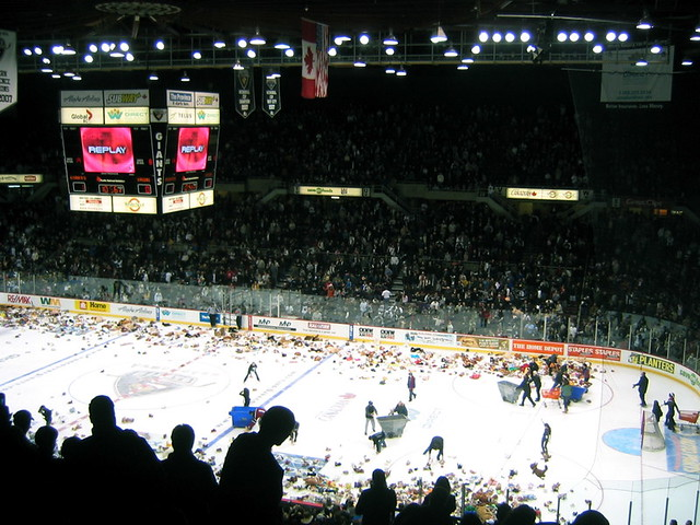 vancouver giants - teddy bear toss night