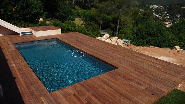 Terrasse bois exotique piscine cumaru la destrousse 13 for Piscine bois exotique