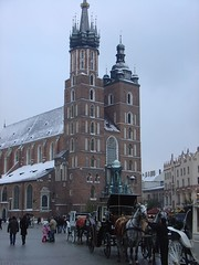 cathedral(0.0), cityscape(0.0), gothic architecture(1.0), town(1.0), building(1.0), winter(1.0), tours(1.0), landmark(1.0), place of worship(1.0), seat of local government(1.0), town square(1.0), city(1.0), downtown(1.0), plaza(1.0), tower(1.0), spire(1.0),