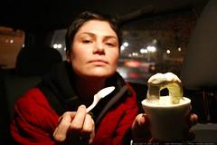 artiste with yumi yogurt arch sculpture    MG 8141