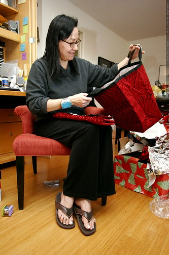 grandma neeta receives jp monkey fabric shopping bags for christmas    MG 7765