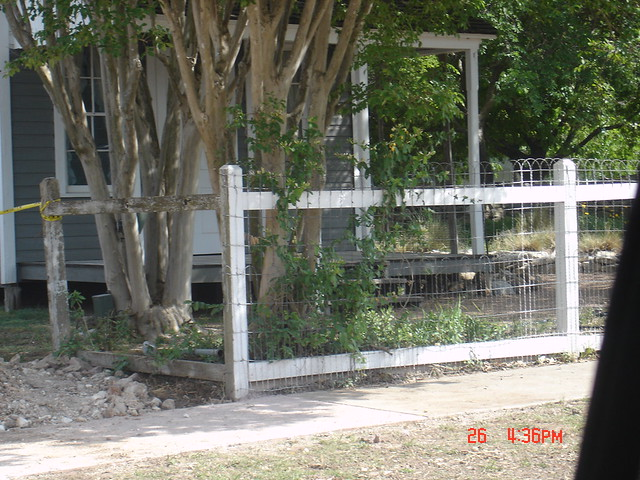 Double loop ornamental wire fence fencing
