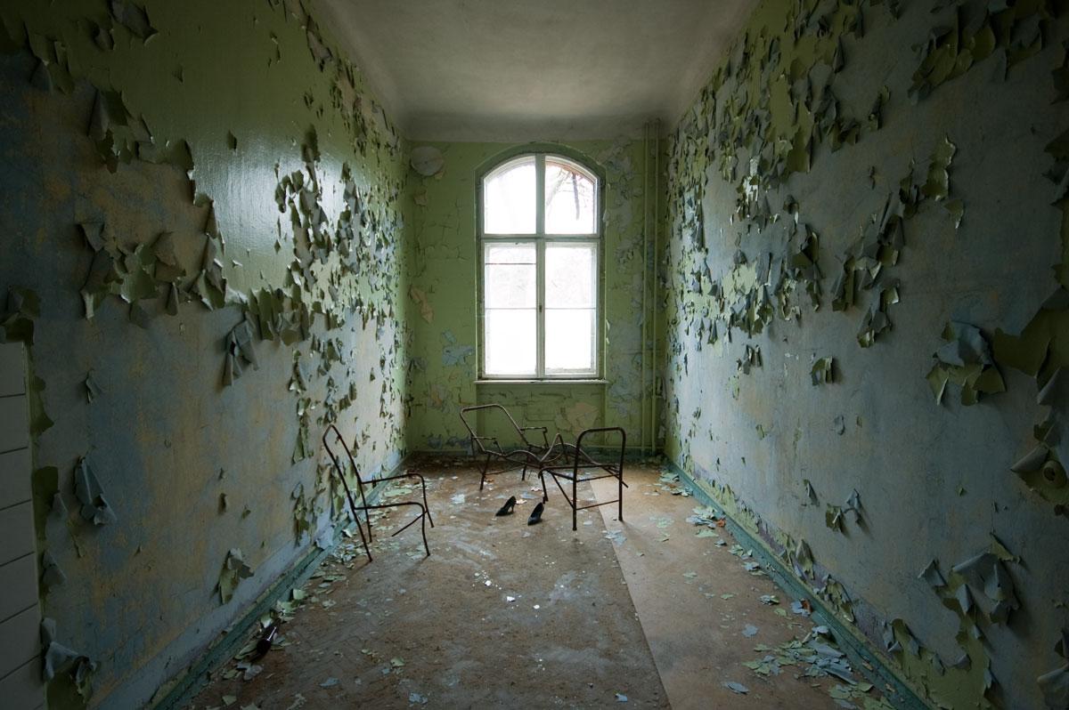 Peeling Walls