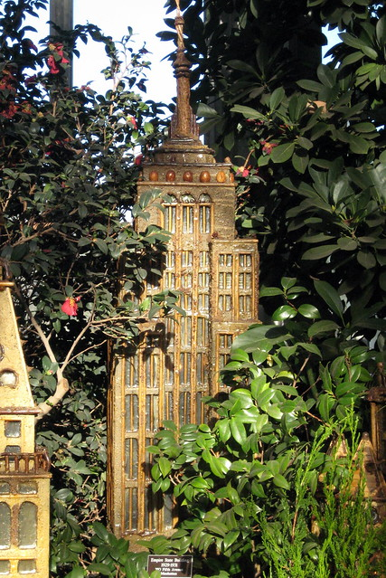 Nyc Bronx New York Botanical Garden 2007 Holiday Train Show Empire State Building