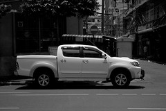 automobile(1.0), automotive exterior(1.0), pickup truck(1.0), wheel(1.0), vehicle(1.0), truck(1.0), toyota hilux(1.0), bumper(1.0), land vehicle(1.0), motor vehicle(1.0),