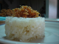 coconut(0.0), fish(0.0), produce(0.0), steamed rice(1.0), food grain(1.0), rice(1.0), food(1.0), dish(1.0), cuisine(1.0), glutinous rice(1.0), onigiri(1.0),
