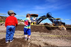 noa and sequoia checking out a backhoe    MG 3792
