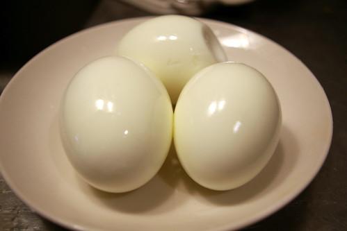 ゆで卵が剥けました。
