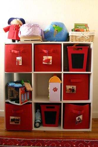 Shelf system for toys