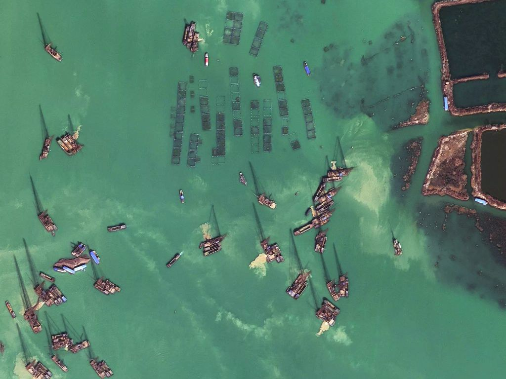satellite imagery of boats in Luoma Lake