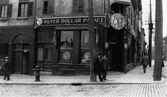 Vieux-Montréal 1914. Rue Notre-Dame >Ouest, depuis Place Jacques Cartier.