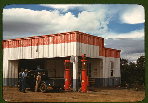 Filling station and garage at Pie Town, New Mexico (LOC)