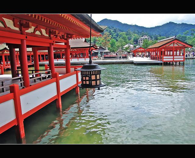 厳島神社 Japanese stoup