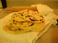 meal(0.0), breakfast(0.0), bread(0.0), gã¶zleme(0.0), baked goods(0.0), flatbread(1.0), pupusa(1.0), tortilla(1.0), food(1.0), piadina(1.0), dish(1.0), roti(1.0), naan(1.0), cuisine(1.0), chapati(1.0),