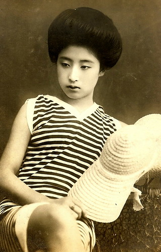 JAPANESE SWIMSUIT GIRLS - Meiji Era Bathing Beauties of Old Japan (2)