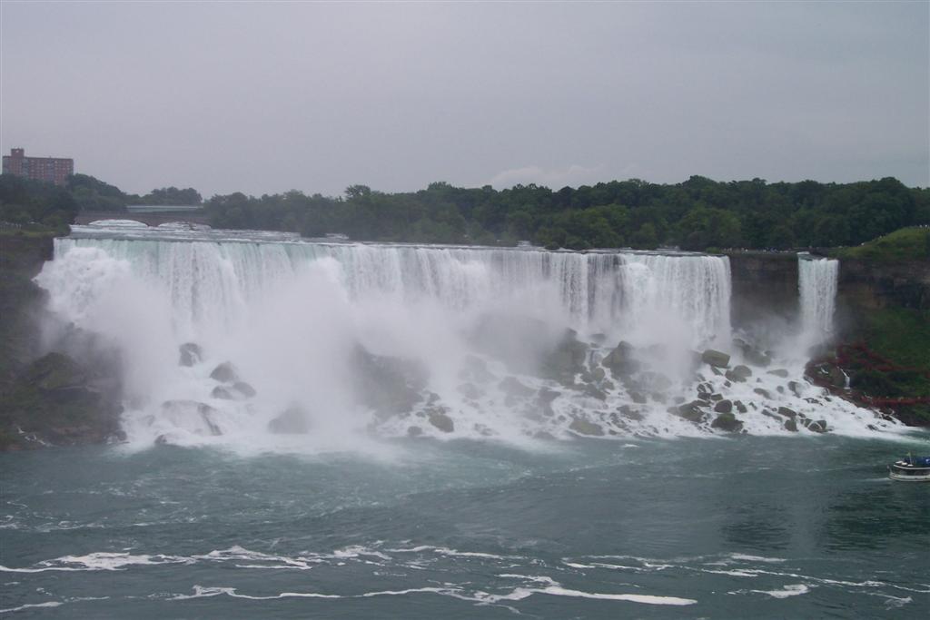 Cascada del lado estadounidense, menos impactante que la cascada del lado Canadiense Cataratas del Niágara, la mayor potencia hidroeléctrica en el mundo occidental - 2514297074 31e61a0186 o - Cataratas del Niágara, la mayor potencia hidroeléctrica en el mundo occidental