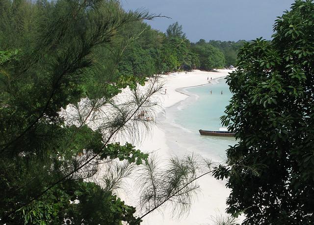 14 Amazing Beaches Around the World