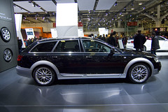 executive car(0.0), automobile(1.0), automotive exterior(1.0), sport utility vehicle(1.0), wheel(1.0), vehicle(1.0), automotive design(1.0), audi q5(1.0), compact sport utility vehicle(1.0), rim(1.0), audi q7(1.0), auto show(1.0), audi allroad(1.0), land vehicle(1.0), luxury vehicle(1.0),