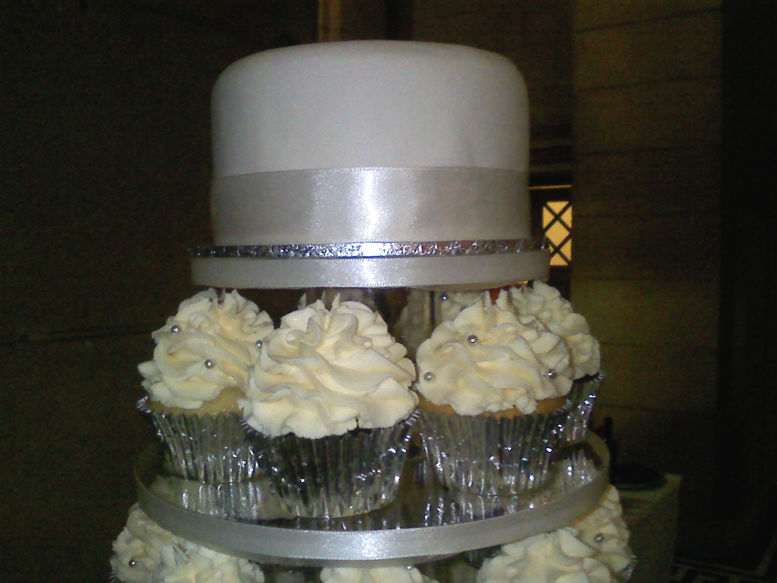 Top cake of wedding cupcake stand