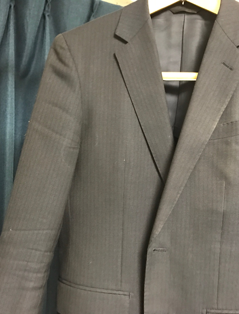 スーツのシワ