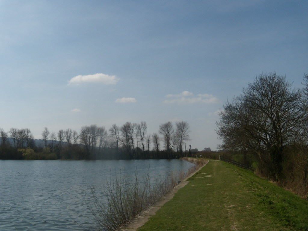 Along a reservoir Tring to Wendover