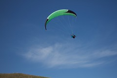 wing(0.0), gliding(0.0), paragliding(1.0), parachute(1.0), air sports(1.0), sports(1.0), parachuting(1.0), windsports(1.0), extreme sport(1.0), sky(1.0),
