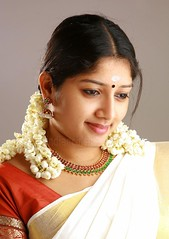 Kerala girls saree accept