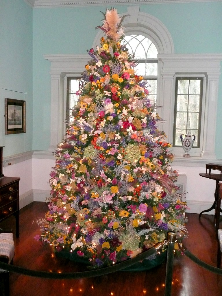 decorated christmas trees decorating with dried flowers 13294