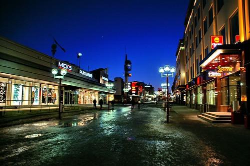 street city travel viaje night suomi finland geotagged noche calle rovaniemi lappland ciudad 100club finlandia smörgåsbord laponia helluva 50club luciojosémartínezgonzález luciojosemartinezgonzalez cityskipgroup geo:lat=665023333333333 geo:lon=257331666666667