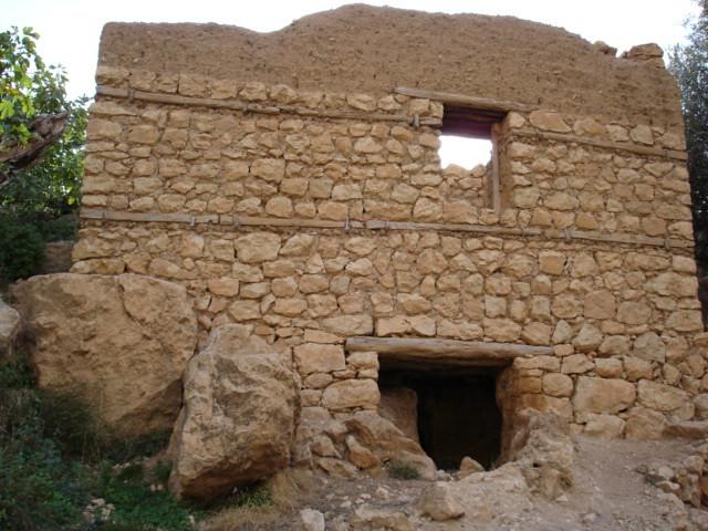 A disused water mill in Ah Frah - Acharchar nah'Amdafaa, مطحنة حبوب قديمة  - بني فرح