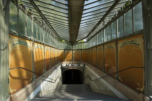 Metro Porte Dauphine Entrance
