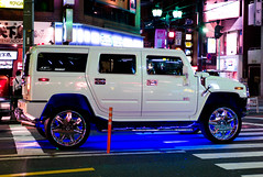 auto show(0.0), hummer h3t(0.0), automobile(1.0), automotive exterior(1.0), sport utility vehicle(1.0), vehicle(1.0), hummer h3(1.0), hummer h2(1.0), bumper(1.0), land vehicle(1.0), luxury vehicle(1.0), motor vehicle(1.0),