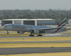 Emirates airlines allows inflight cell phone chatting
