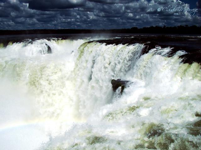 Cataratas del Iguazú 027 (arcoiris ...