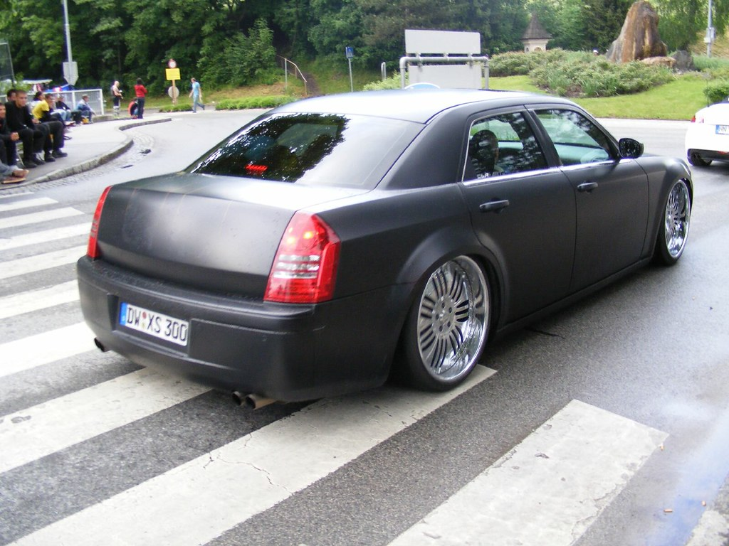 chrysler 300c mit 24 zoll felgen 24 inch rims a photo. Black Bedroom Furniture Sets. Home Design Ideas