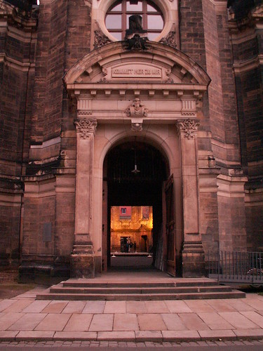 Wer sind die Nekromanten am Friedhof so still bemüht wo Gluth in Funken zur Trinitatiskirche sprüht 097