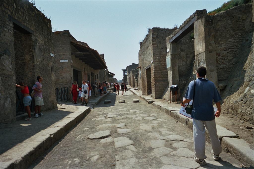 Calle Pavimentada pompeya - 2513214465 094d7780c9 o - Pompeya, donde el tiempo se detuvo en un instante
