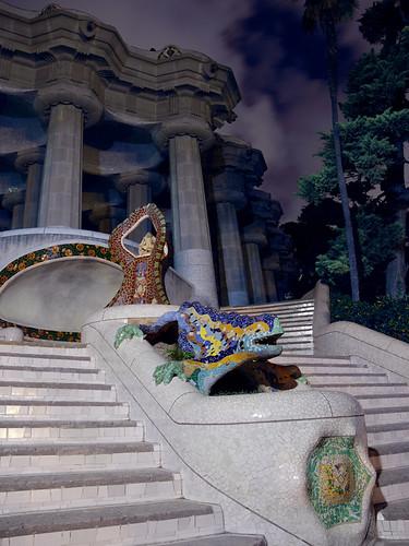 Gaudí's dragon at night by marcelgermain