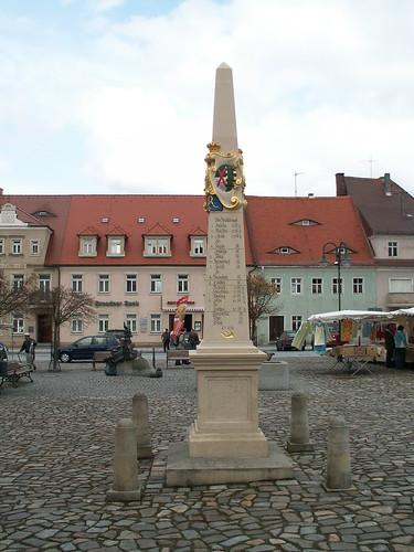 gemächliche Betriebsamkeit auf dem Markt in Neustadt 136