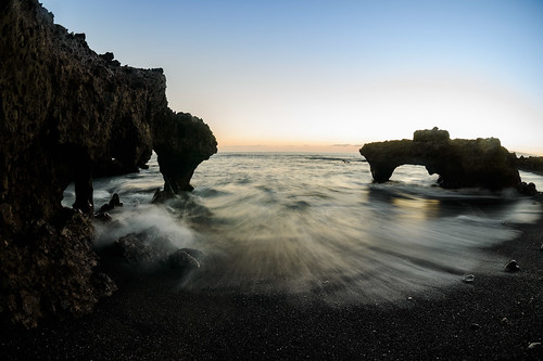 natur sunset guíadeisora canarias spanien es fisheye tenerife travel goldenhour bluehour waves movingwaves longexposure beach blackbird blackbeach rocks arches arch