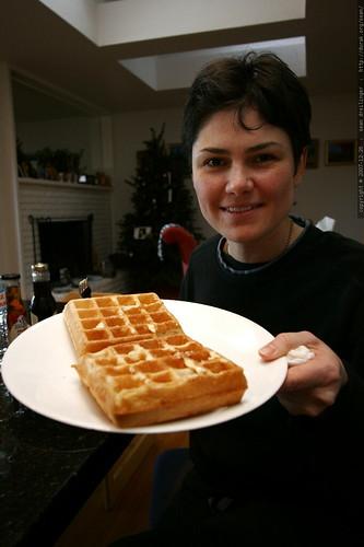 rachel and her sourdough waffles    MG 7858