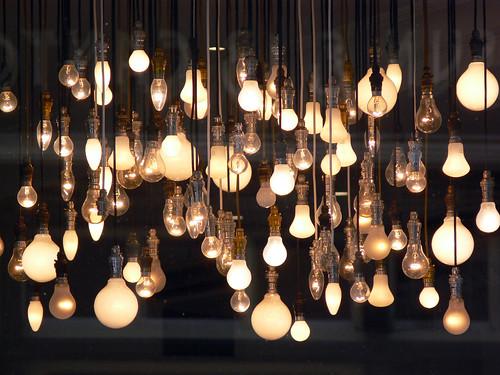 recyclage que faire des ampoules basse consommation en. Black Bedroom Furniture Sets. Home Design Ideas