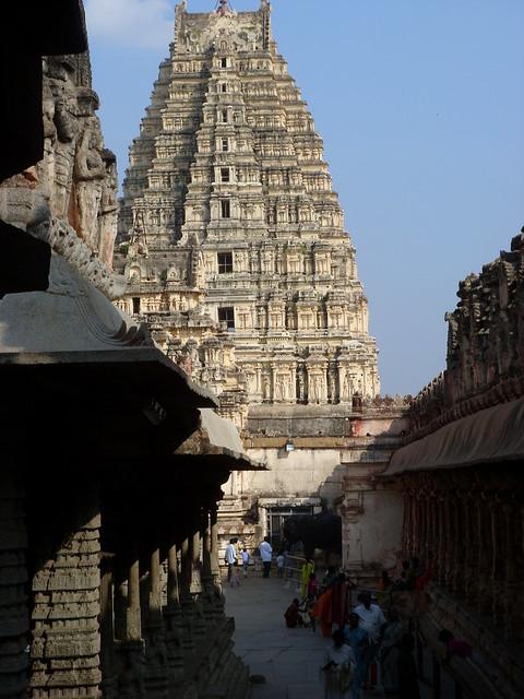 2125771941 b128f5ca89 z - Los templos Vímana en la India